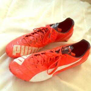 Men PUMA orange-red soccer cleats US12, evospeed